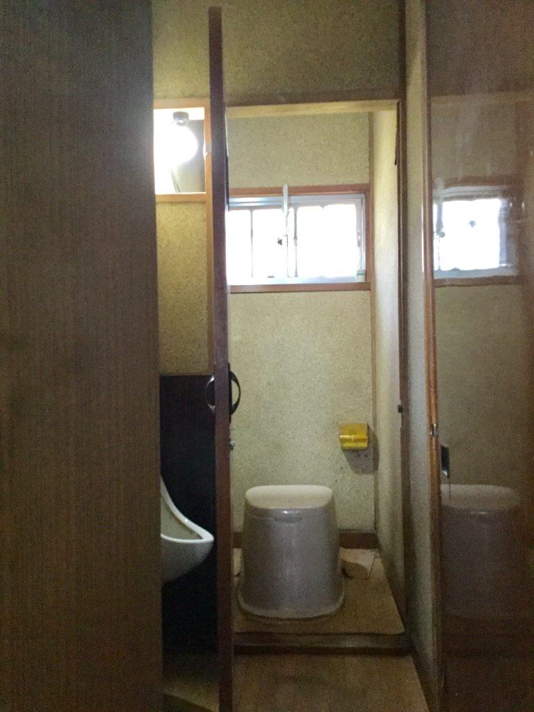 昔のトイレはこうでした。